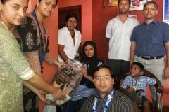 ROUND TABLE PALLAKKAD, LADIES CIRCLE സ്കൂളില് ചലന സഹായികള് കുട്ടികള്ക്ക് വിതരണം ചെയ്യുന്നു